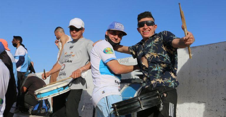 """Protocolo, euforia y """"buscate"""" en el regreso de los hinchas a las canchas : Deportes de Argentina"""