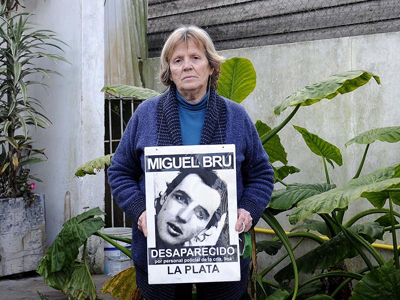 """La madre de Miguel Bru afirma que """"el duelo no empezará"""" hasta que halle los restos de su hijo"""